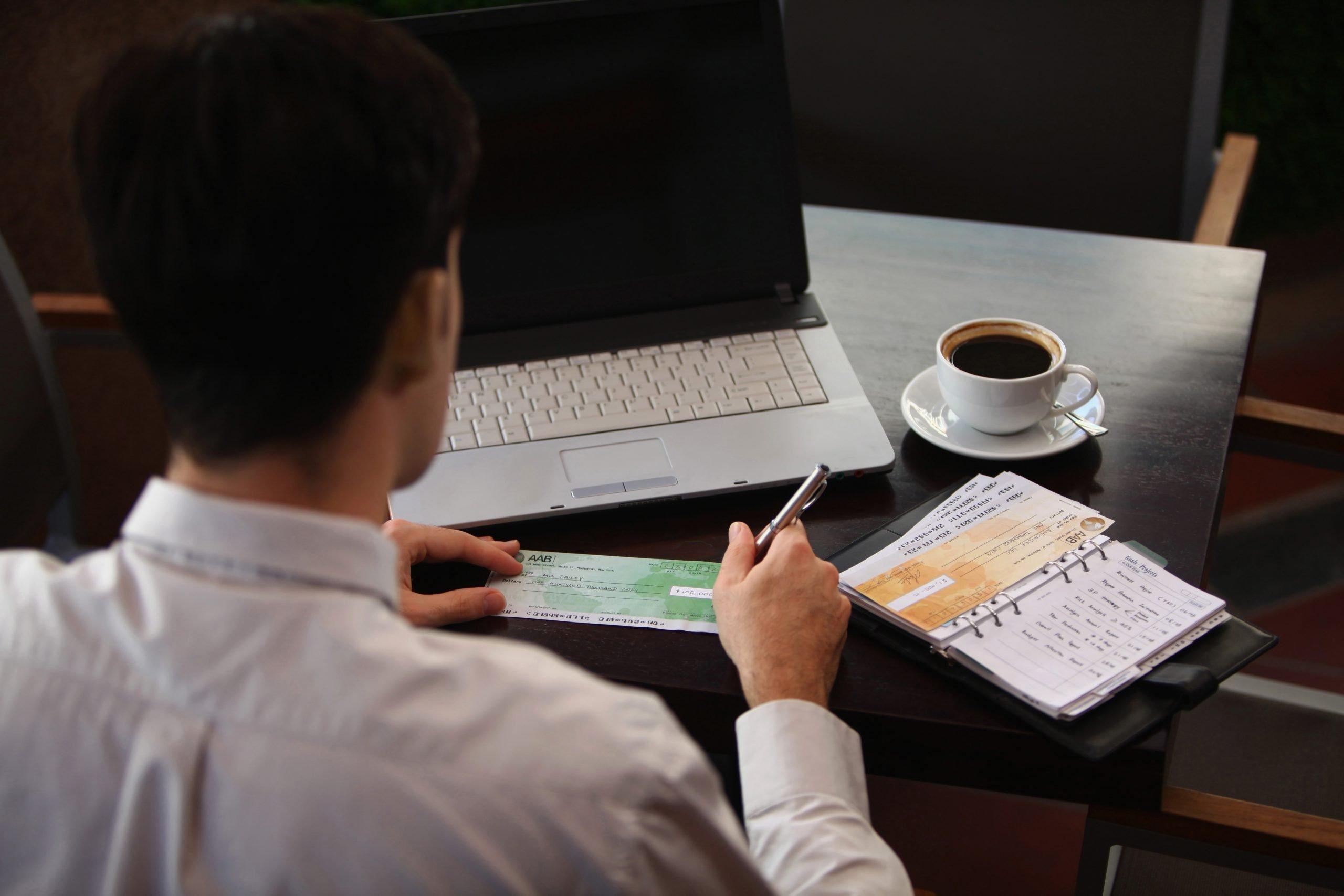 De voor – en nadelen van het uitschrijven van blanco cheques (SPAC)